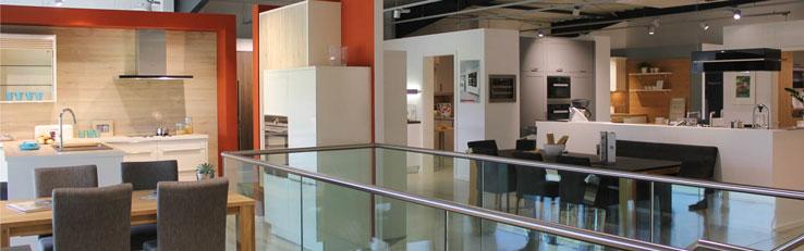 kuechenguide.com-kuechen-freckmann-ausstellungsraum-oben-web